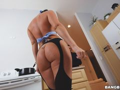Brittany Shae Takes An Anal Pounding