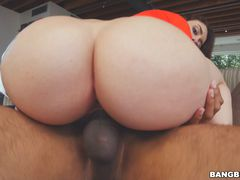 Mandy Muse Puts On a Show
