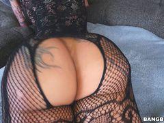 Bella Bellz does anal on for comeback