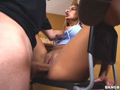 Layla London has the perfect poke-her face