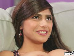 Mia Khalifa Gets Her Pussy Stretched