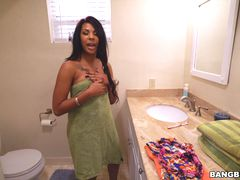 Zoey Reyes jumps on dick until she cums